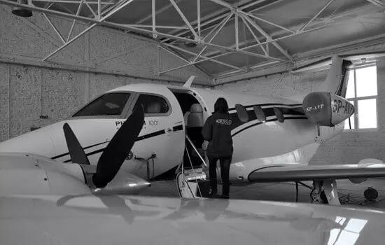 Sprzątanie hangarów
